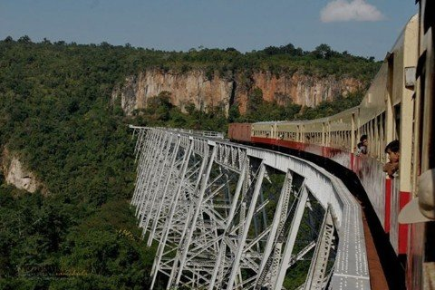 Trains from Mandalay to Hsipaw pass over the Goteik Viaduct bridge