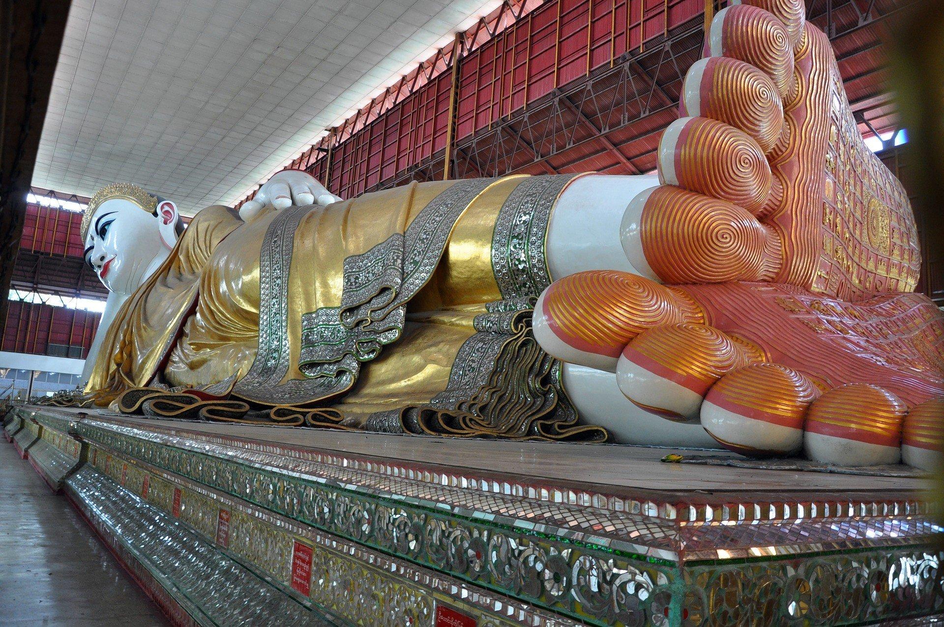 Chauk Htat Gyi Reclining Buddha in Yangon