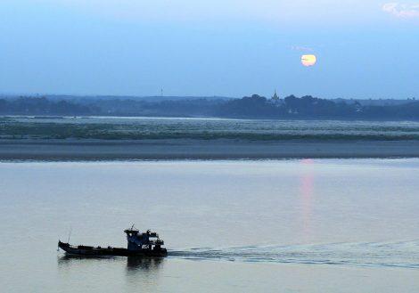 Irrawaddy River runs past Magway