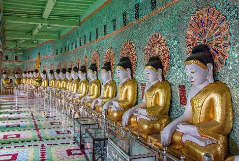Buddha statues in U Min Thonze Temple